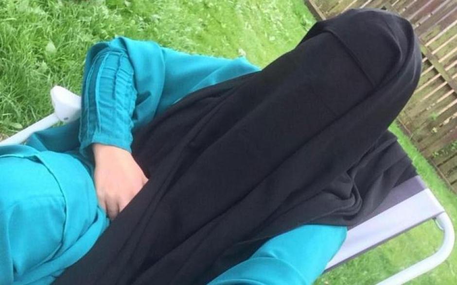 Kimberley publicó esta imagen en sus redes sociales, cambiando los trajes de baño por la burka. (Foto: telegraph.co.uk)
