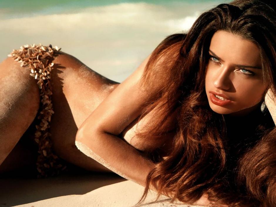 La también brasileña Adriana Lima ocupa la segunda casilla del ranking. Cuenta con ingresos de 10.5 millones de dólares. (Foto: fondosdepantallaya.com)