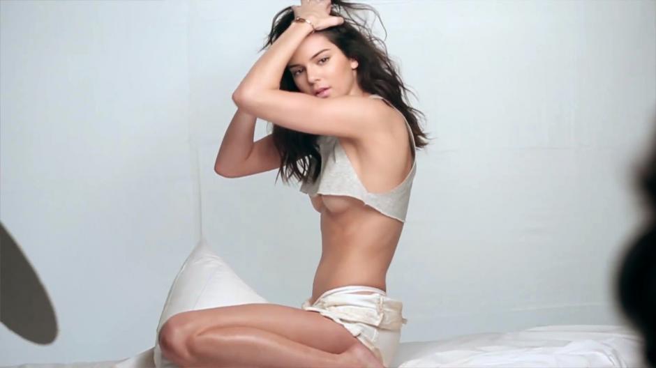 La cuarta casilla es ocupada por Kendall Jenner con ingresos de 10 millones de dólares, igual que Karlie Kloss. (Foto: page3hq.com)