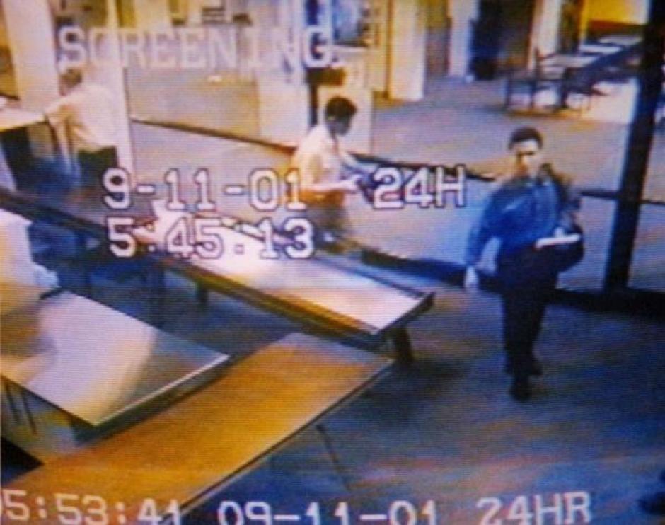 Atta fue captado por una cámara de seguridad previo a secuestrar uno de los aviones que impactó las torres gemelas. (Imagen: Infobae)