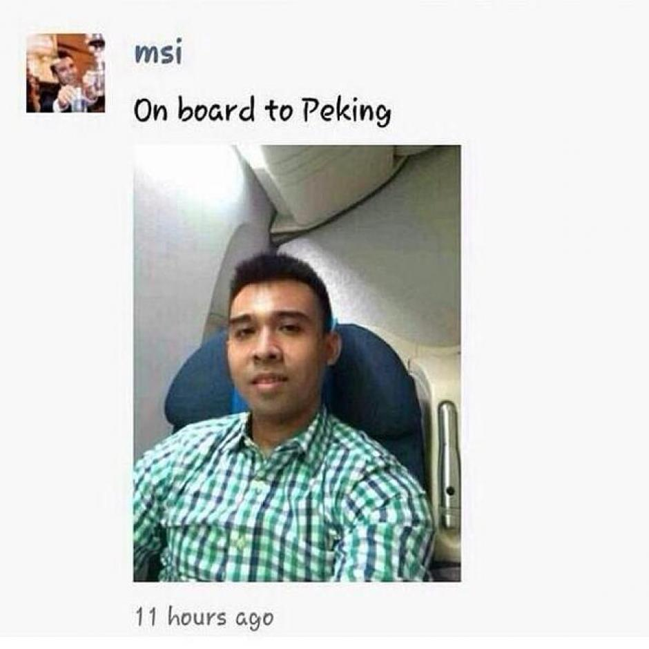 Mohd Sofuan Ibrahim iba a camino a Pekín a tomar posesión de su nuevo trabajo en el Ministerio de Comercio Internacional e Industria de Malasia. Él fue el único pasajero que se fotografió al momento de abordar el vuelo. (Foto: Mohd Sofuan/Facebook)