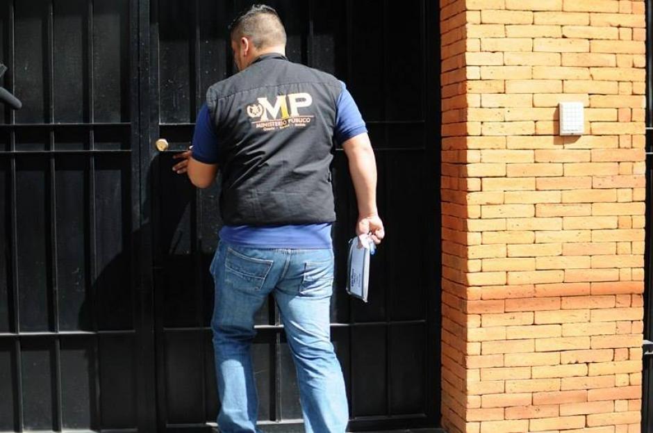 Los fiscales del MP desde el mediodía realizaron las diligencias en seguimiento al caso La Línea. (Foto: Alejandro Balan/Soy502)
