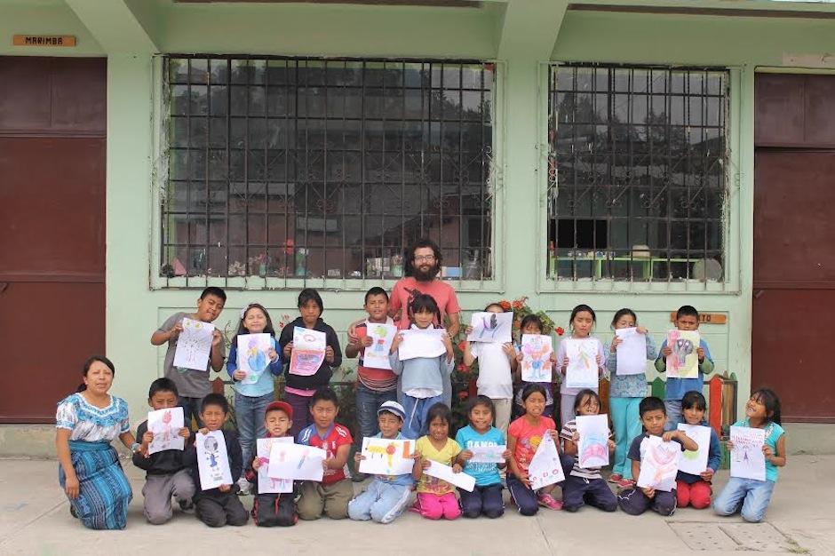 El ilustrador turco Rasim Torun visitó Guatemala con un interesante proyecto bajo el brazo. (Foto: Rasim Torum)