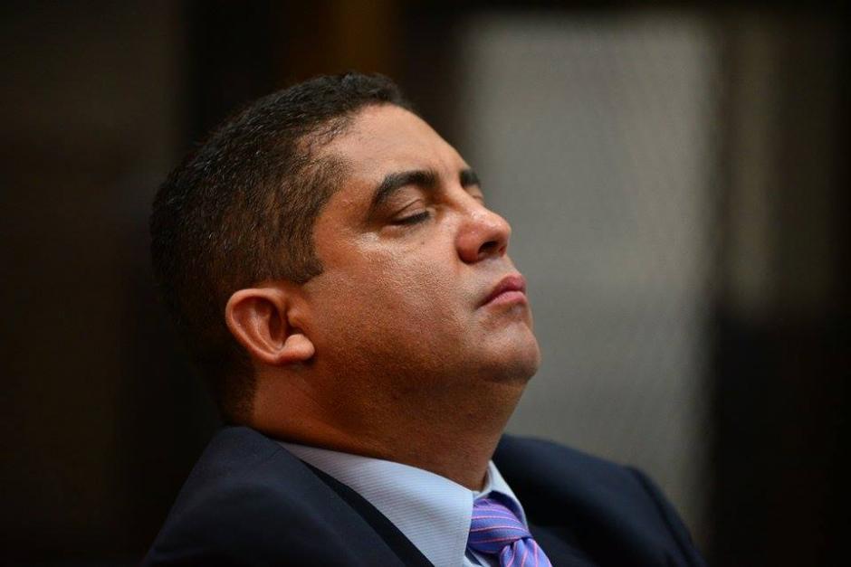 Por momentos, Monzón también cerró los ojos y pareció dormitar. (Foto: Wilder López/Soy502).