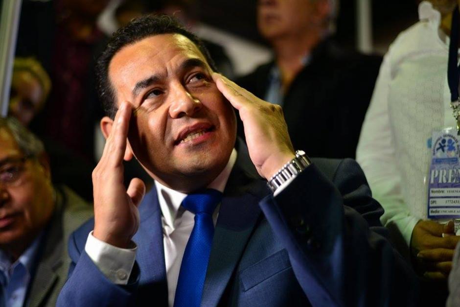 Morales explicó su plan de trabajo durante la presidencia del 2016-2020 a periodistas que lo abordaron en el Centro de Cómputo. (Foto: Wilder López/Soy502)