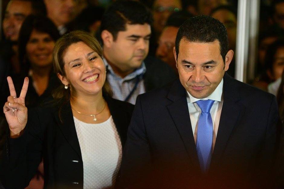 Sonriente llegó Patricia Marroquín al Parque de la Industria tras conocer los resultados de las votaciones. Comenzó su salida del anonimato. (Foto: Wilder López/Soy502)