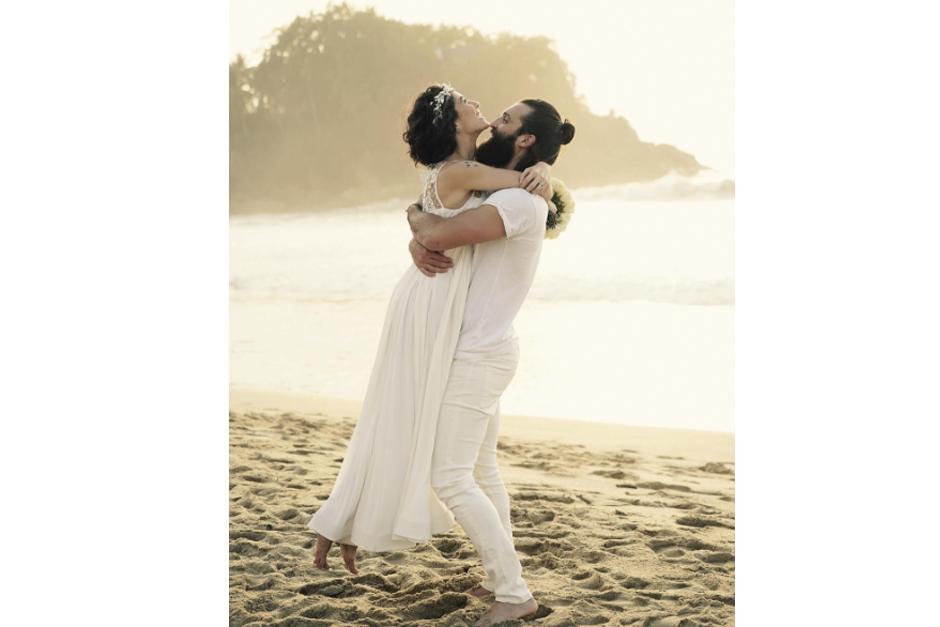 Bárbara Mori ya se casó y compartió la foto de su boda con sus fans. (Foto: Instagram/Barbara Mori)