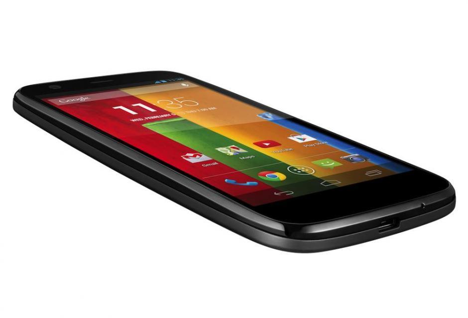 El Moto G es el segundo dispositivo que lleva la combinación de Motorola-Google. Cuenta con un control integral de voz y no requiere del toque de pantalla. Cuenta con una pantalla de 4,5 pulgadas, panel IPS Gorilla Glass 3, 1GB de Ram, cámara de 5MP. El equipo se vende barato para ser accesible a los usuarios. Además tiene conectividad WiFi, 3G, Bluetooth, GPS y radio.