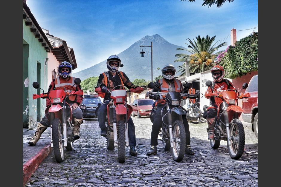 Un grupo de motociclistas extranjeros recorre Guatemala en motocicleta. (Foto:Motorcycle Adventure Tours in Guatemala)