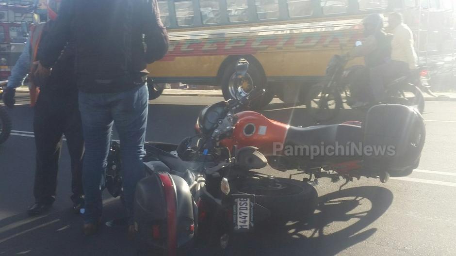 Aparentemente uno de los conductores no le dio la vía al otro.  (Foto: @@PampichiNews)