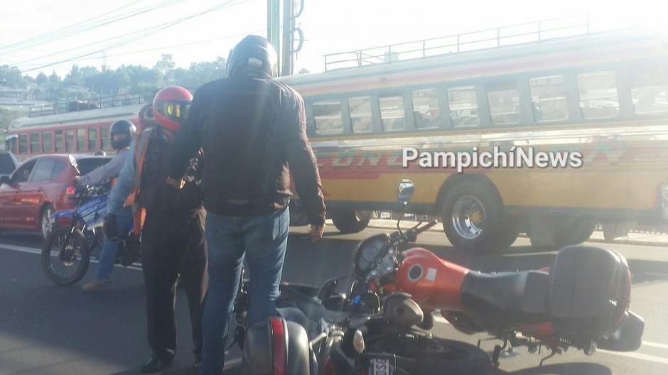 Dos motoristas se enfrentaron a golpes en medio del tránsito en la ruta al Pacífico. (Foto: @@PampichiNews)
