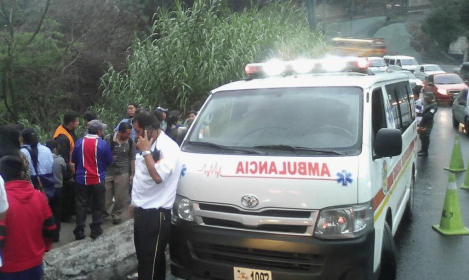 Quienes presenciaron el percance dicen que no pudieron rescatar al motorista. (Foto: Bomberos Voluntarios)