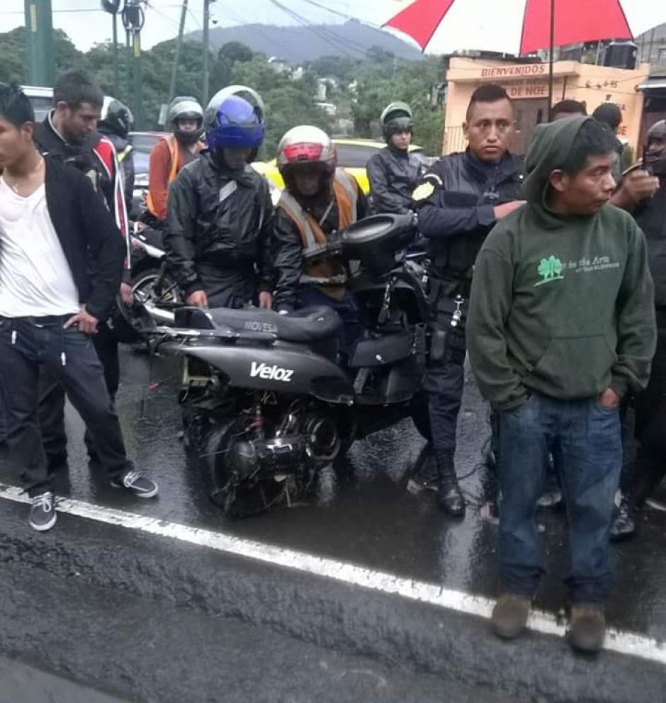La motocicleta fue encontrada a la orilla de la carretera. (Foto: Tránsito Mixco/Facebook)