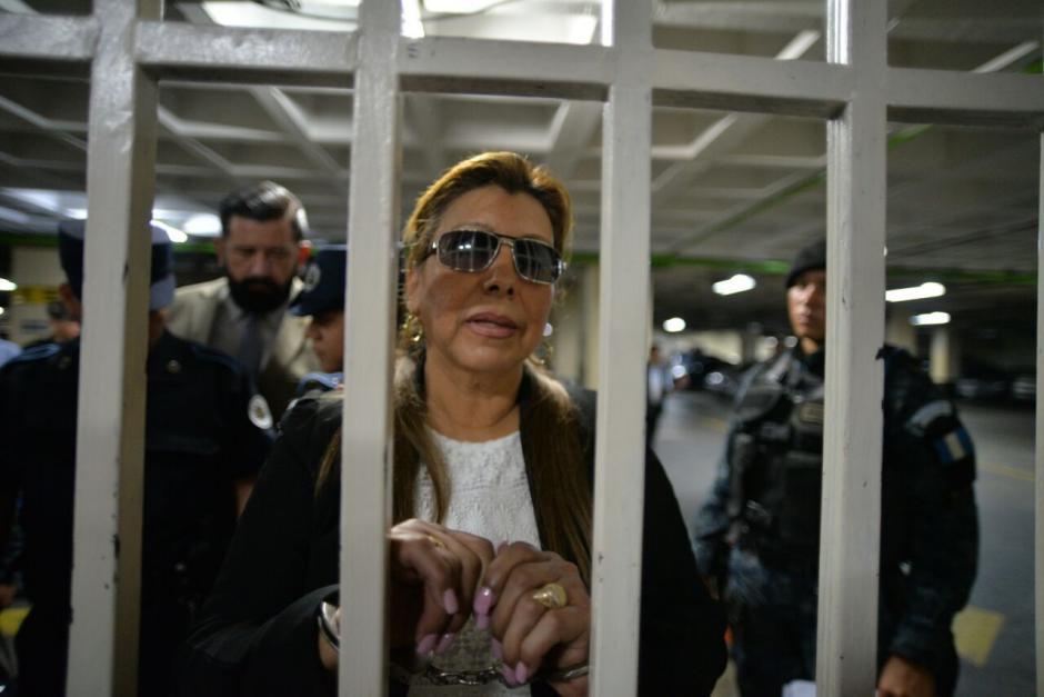 Anabella de León en la carceleta de la Torre de Tribunales. (Foto: Alejandro Balán/Soy502)