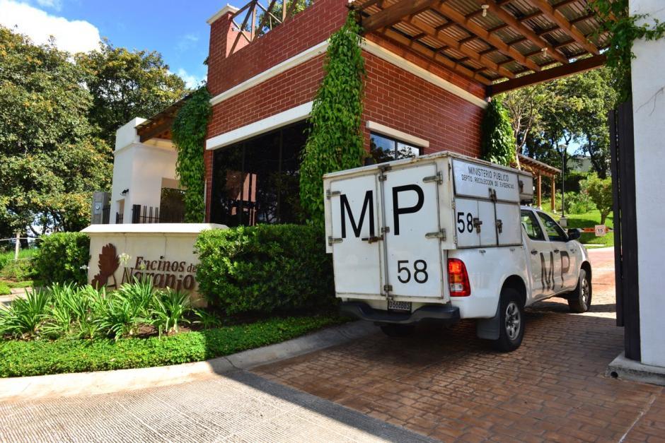 El allanamiento fue en el residencial Los Encinos de la zona 4 de Mixco. (Foto: Jesús Alfonso/Soy502)