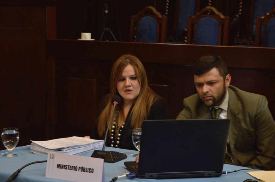 El MP señala que Vladimir Aguilar le pidió a una abogada de la PGN que cambiara su dictamen. (Foto: Camila Chicas/Soy502)