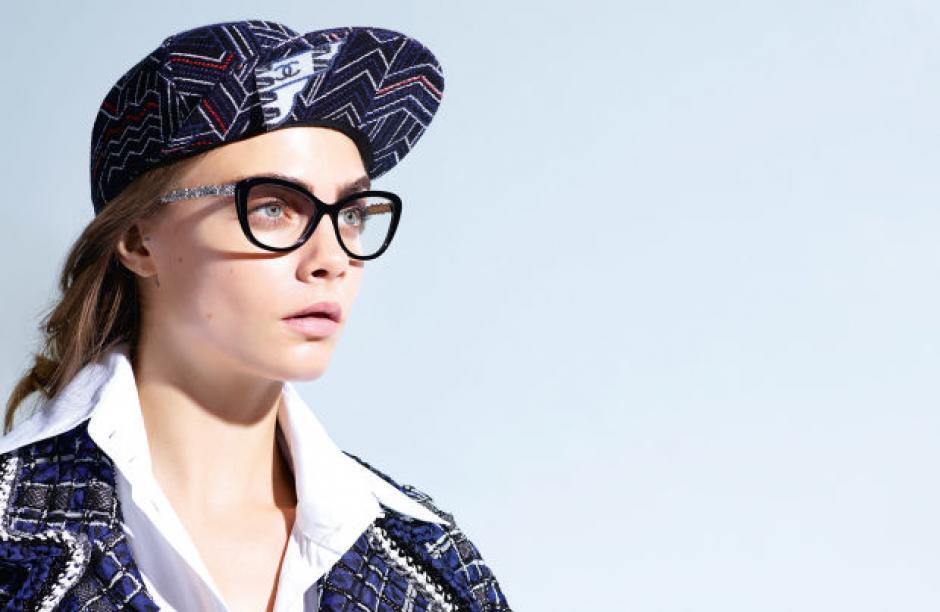 La chica ha sabido combinar su estilo con este accesorio para mejorar su vista. (Foto: Cara Delevingne)