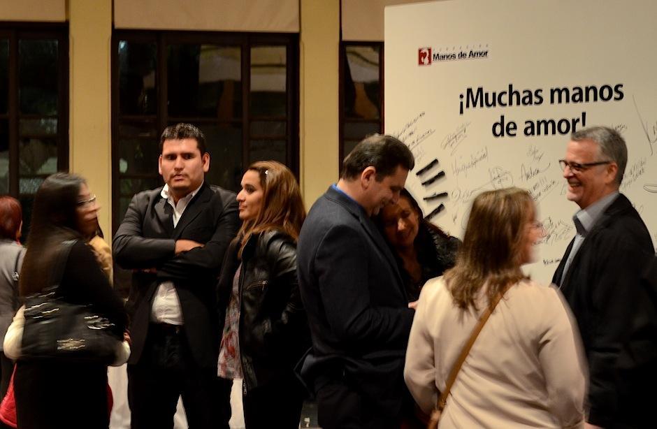 Un mural muy especial daba la bienvenida a los asistentes de esta exposición; en él podían escribir su impresión de la muestra. (Foto: Selene Mejía/Soy502)