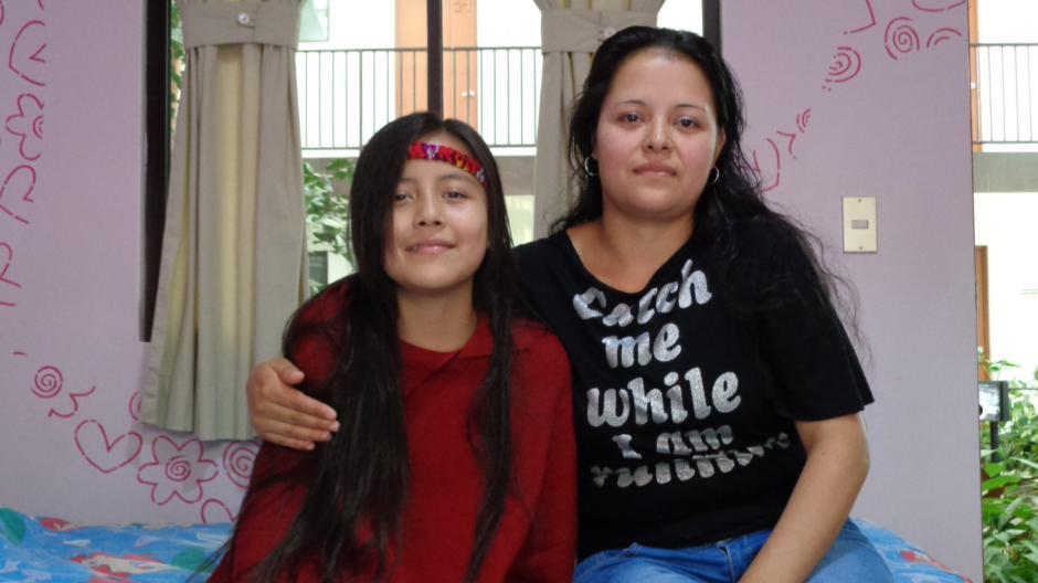Liliana Aguilar quiere mejorar la vida de su hija quien perdió sus extremidades en un terrible accidente. (Foto: Ana García/Soy502)
