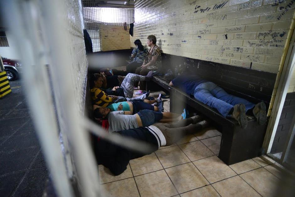 Las madres que abandonen a sus hijos recién nacidos tendrían que acudir a una escuela de padres luego de cumplir su condena en prisión. (Foto: Archivo/Soy502)