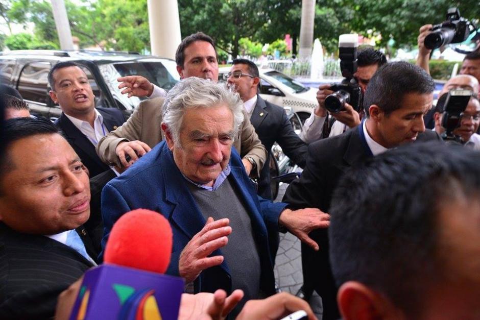 Mujica ofreció declaraciones al momento de llegar a Guatemala. (Foto: Wilder López/Soy502)