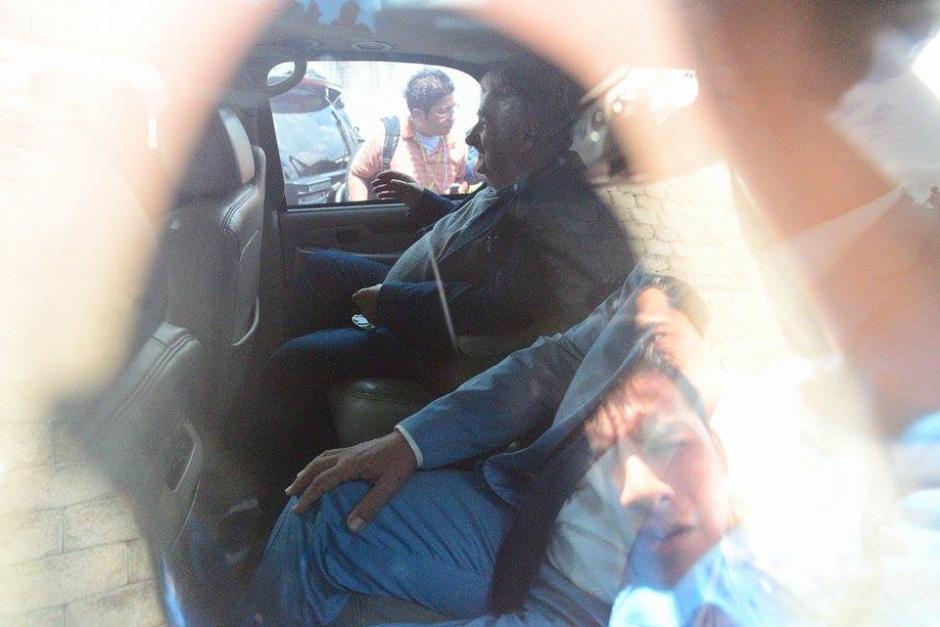 José Mujica fue traslado al lugar donde se desarrolla el Foro Esquipulas en un vocho, cucarachita o escarabajo de Volkswagen, modelo de vehículo que él ha utilizado siempre. (Foto: Wilder López/Soy502)
