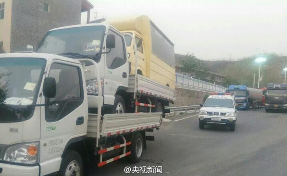 Agentes de la Policía de Tránsito persiguen al conductor. (Foto: Planeta Curioso)