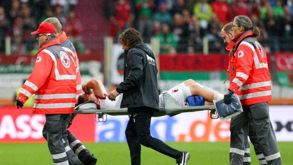 El jugador fue trasladado al hospital para empezar su recuperación. (Foto: Mundo Deportivo)