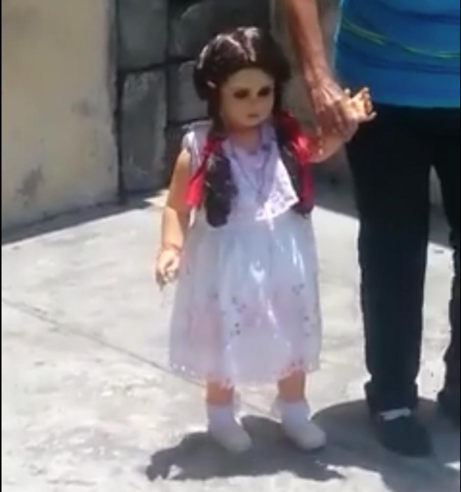 Rosita es una muñeca de 38 años de antigüedad. (Captura de pantalla: Guillermo Ríos/Facebook)