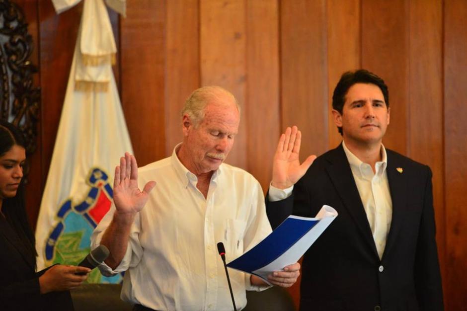 Álvaro Arzú juramentó a los miembros del Concejo Municipal. (Foto: Jesús Alfonso/Soy502)