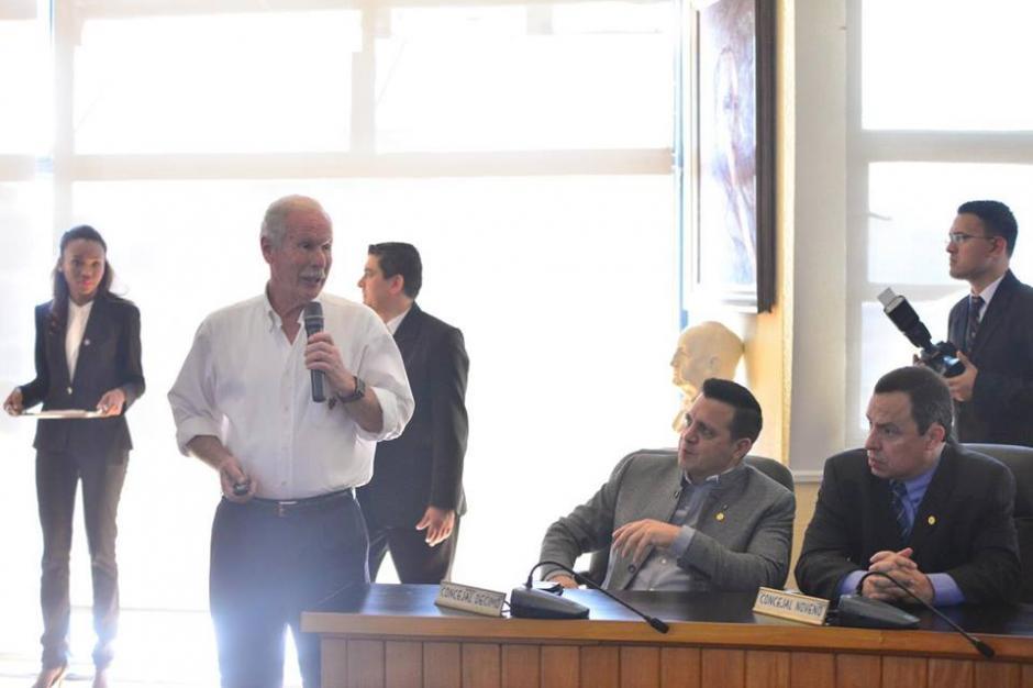 Arzú presentó los nuevos proyectos a los miembros del Concejo. (Foto: Jesús Alfonso/Soy502)