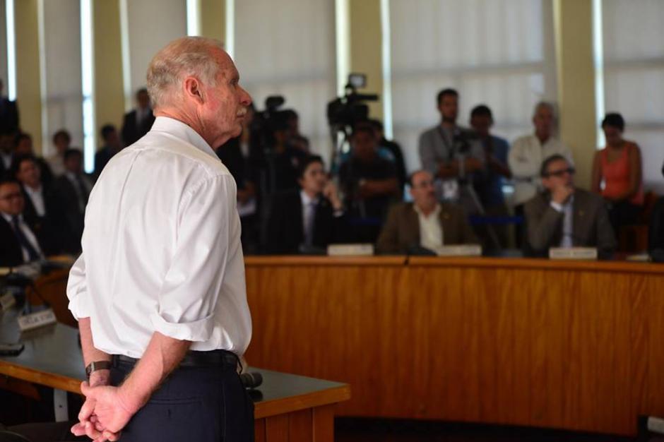 Arzú inició puntualmente el acto para dar juramento a las nuevas autoridades. (Foto: Jesús Alfonso/Soy502)