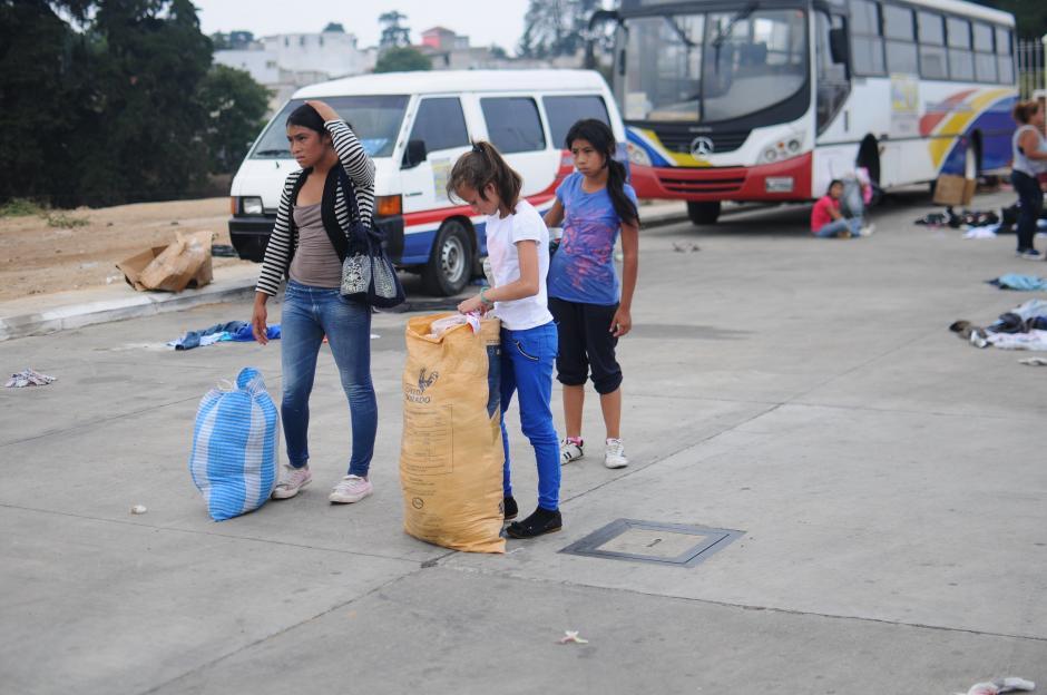 La ropa se encontraba almacenada en los centros de acopio de Santa Catarina Pinula. (Foto: Alejandro Balán/Soy502)