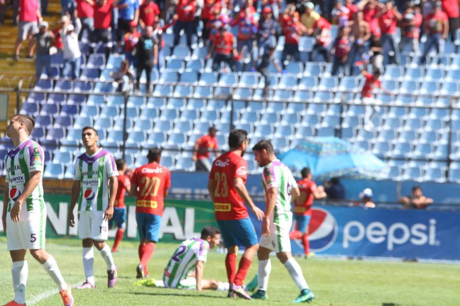 El partido se vivió intensamente. (Foto: Luis Barrios/Jorge Rojas/Soy502)