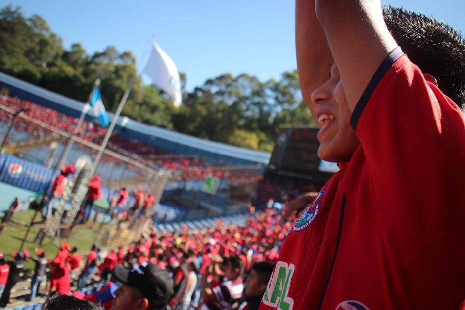 Así se vivió en el estadio el partido de la final. (Foto: Luis Barrios/Jorge Rojas/Soy502)