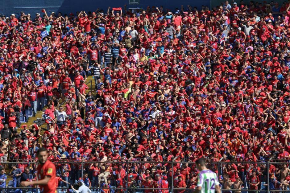 Así era la panorámica de un sector del estadio nacional. (Foto: Luis Barrios/Jorge Rojas/Soy502)