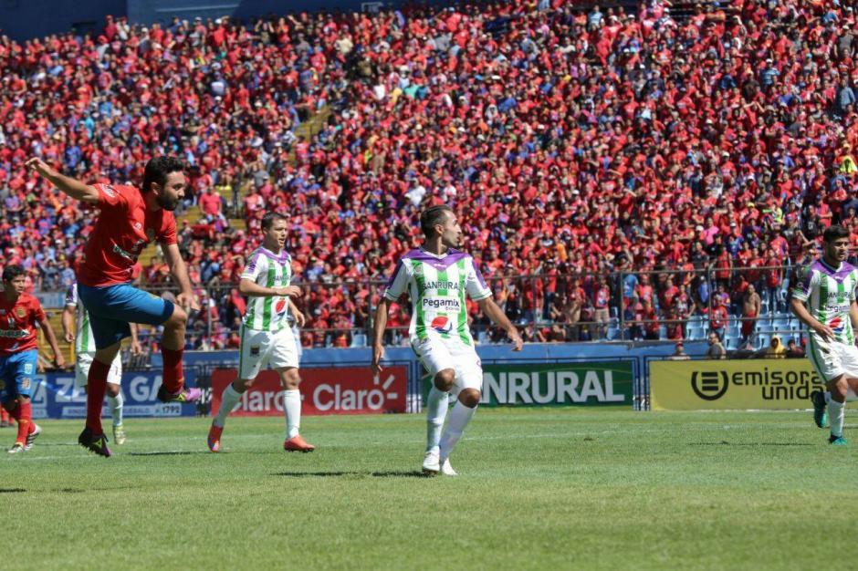 El Doroteo Guamuch Flores se tiñó de fiesta en la final del torneo. (Foto: Luis Barrios/Jorge Rojas/Soy502)