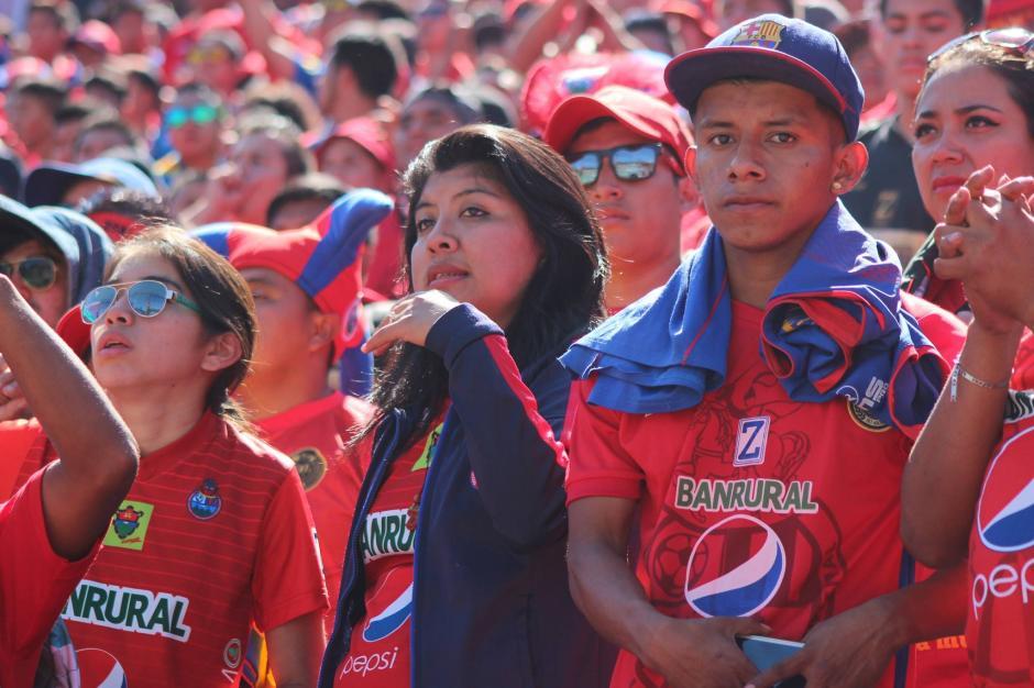 La afición de Municipal abarrotó el estadio en la zona 5. (Foto: Luis Barrios/Jorge Rojas/Soy502)