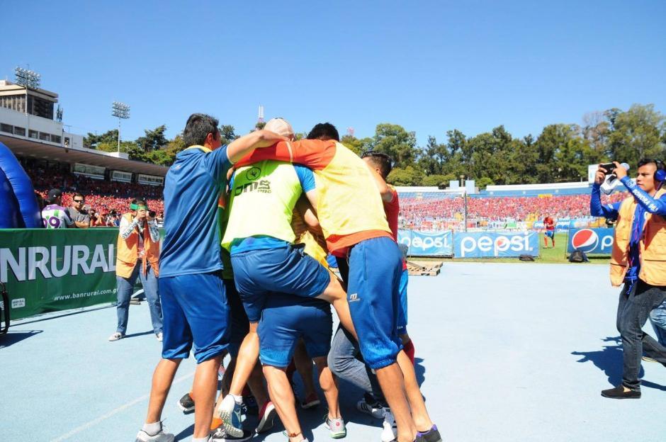 Así celebraron la anotación los jugadores de Municipal. (Foto: Luis Barrios/Jorge Rojas/Soy502)