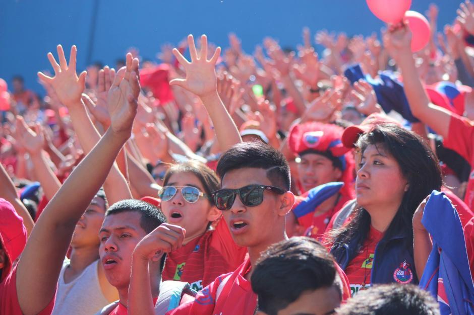 La afición de Municipal apoyó en todo momento al equipo que no gana desde hace cinco años. (Foto: Luis Barrios/Jorge Rojas/Soy502)