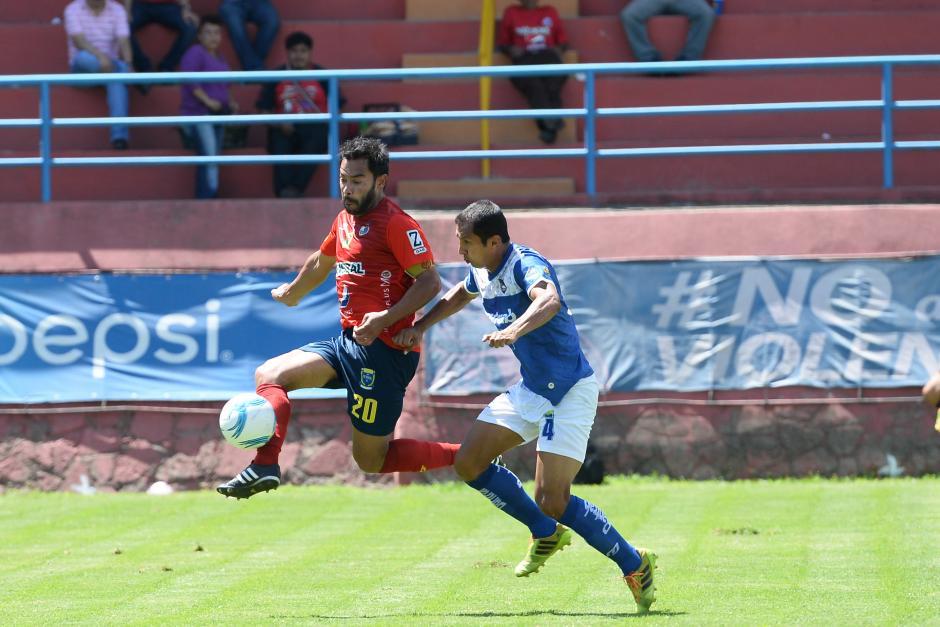 Carlos Ruiz uno de los más insistentes en el ataque rojo. (Foto: Nuestro Diario)