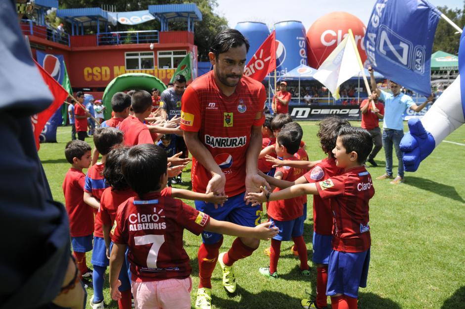 Este martes 15 de septiembre Carlos Ruiz cumplirá 36 años; este domingo hizo su primer gol con los rojos en el Apertura 2015.(Foto: Orlando Chile/Nuestro Diario)