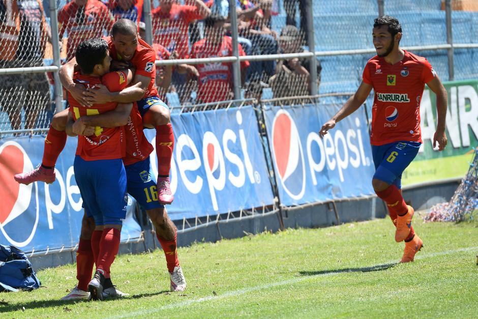 Municipal goleó a Petapa y pasa a ocupar el liderato del Torneo Clausura 2016. (Foto: Nuestro Diario)