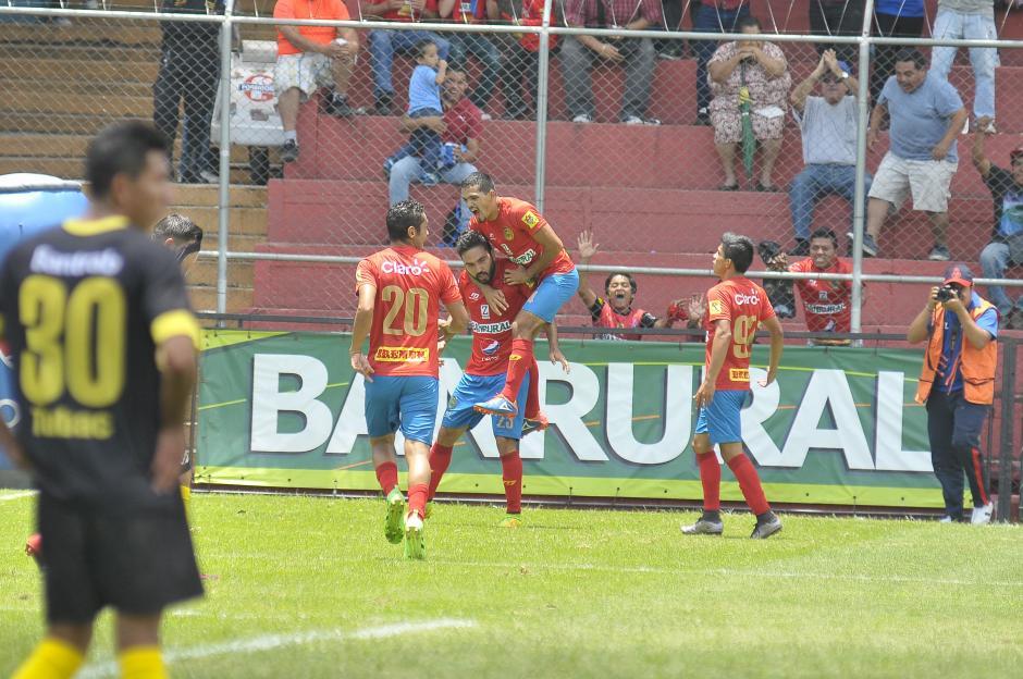 Los Rojos vencieron a Petapa 2-0 en el Estadio El Trébol. (Foto: Nuestro Diario)