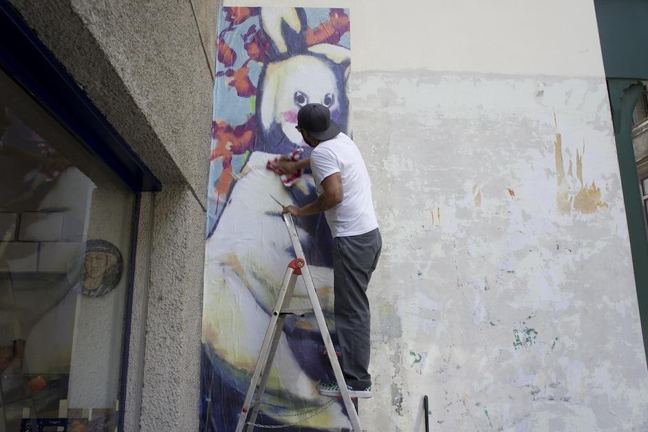 Carlos Pérez, en la realización del mural. (Foto: Carlos Pérez)