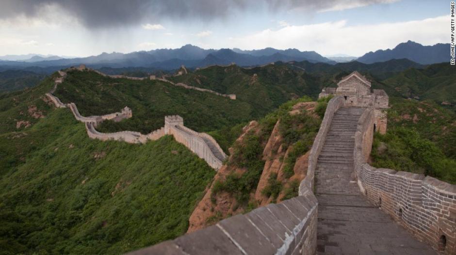 """La Gran Muralla China es descrito en el artículo como un sitio """"infinito e indestructible"""". Sin embargo, con el paso de los años y la gran cantidad de personas que lo visitan, se ve amenazado."""