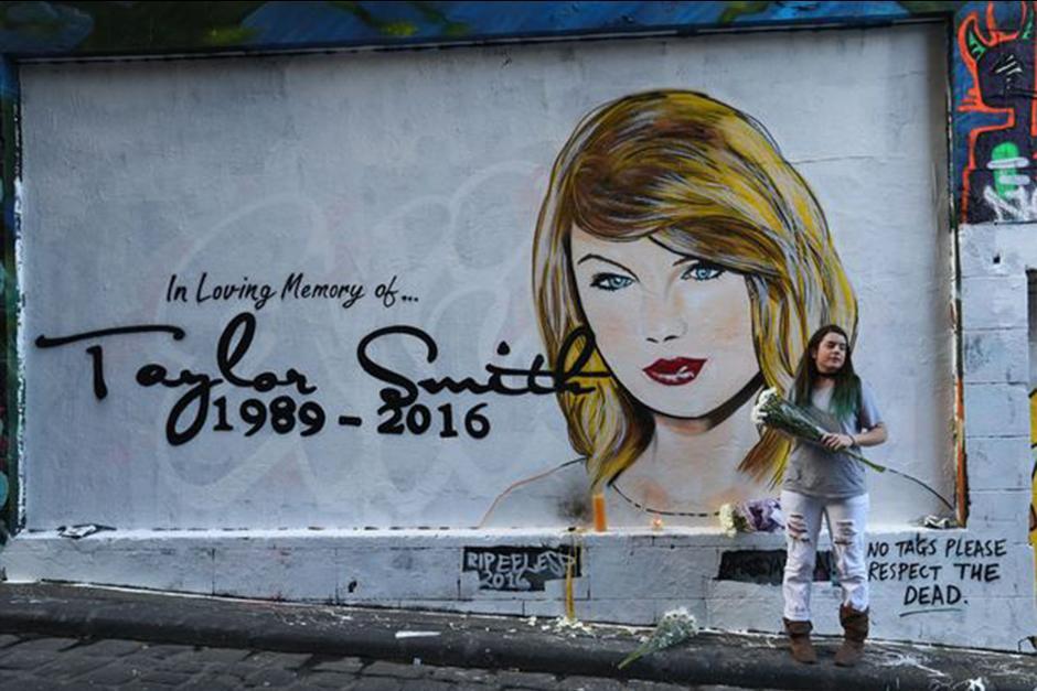 "Un artista de graffiti ha pintado un mural ""RIP Taylor Swift"". (Foto: mirror.co)"