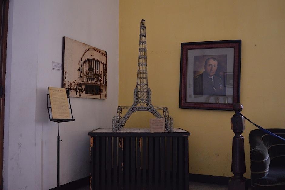 Maquetas de trabajos arquitectónicos también descansan en el lugar. (Foto: María Olga Vega/Soy502)