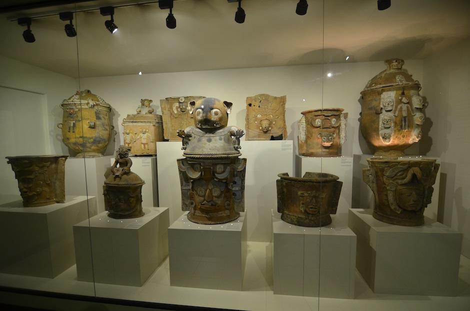 Las urnas, vasijas gigantes de barro para guardar los cuerpos son de una belleza peculiar. (Foto: Selene Mejía/Soy502)