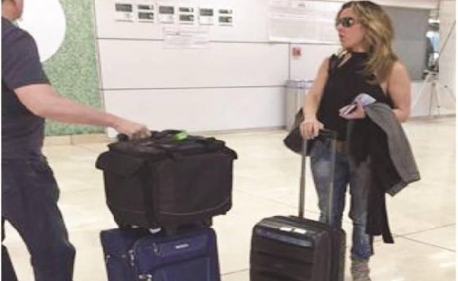La actriz mexicana Kate del Castillo llega al Aeropuerto Internacional de Guadalajara procedente de Los Ángeles, California, el 25 de septiembre de 2015. (Foto: www.eluniversal.com.mx)